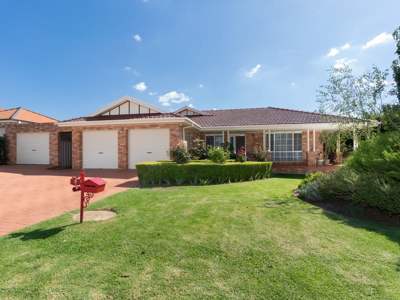 1 Galleon Place, Estella, NSW 2650