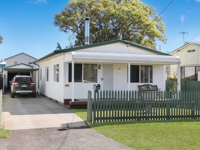 32 Davis Avenue, Davistown, NSW 2251