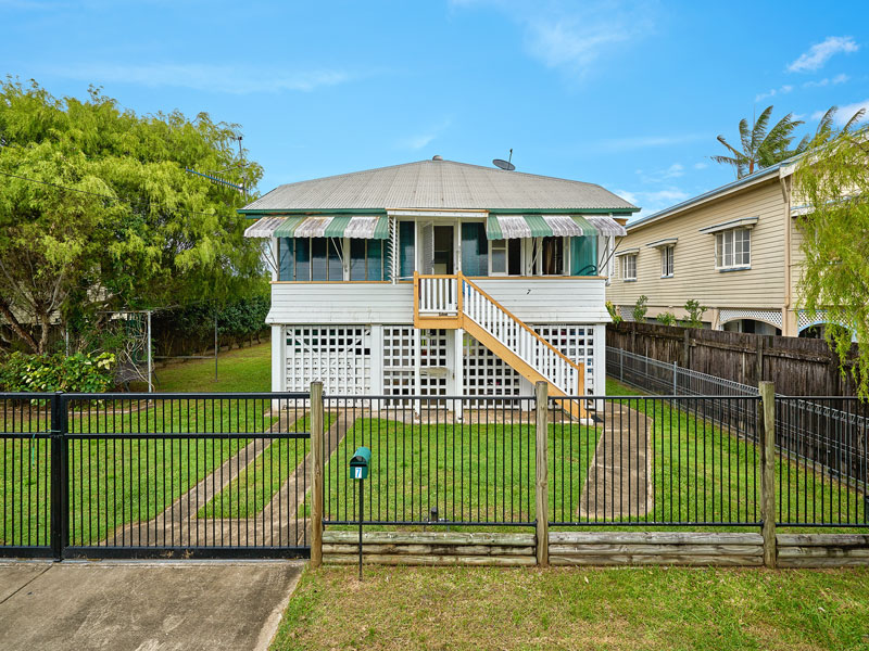 7 ASCOT AVENUE, Westcourt, Qld 4870
