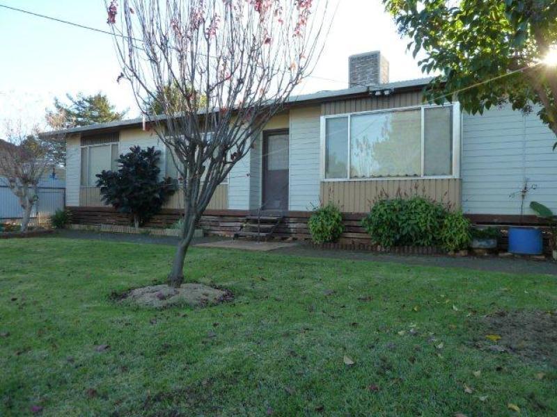 32 Napier Street, Goolgowi, NSW 2652