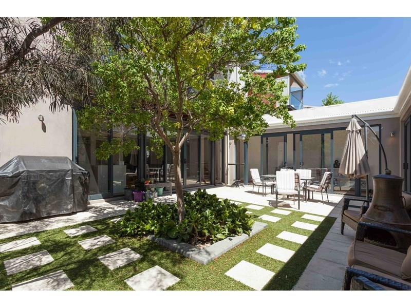 13 Leslie Road, North Fremantle, WA 6159