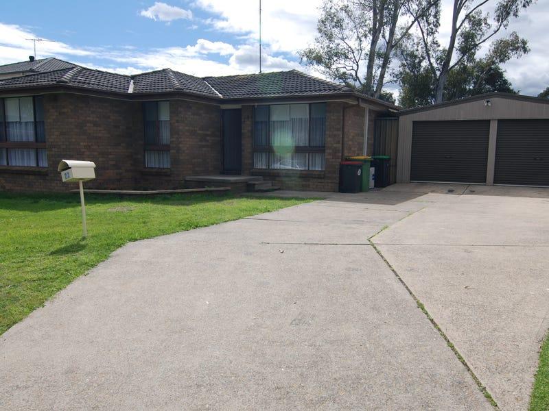 23 Shadlow Crescent, St Clair, NSW 2759