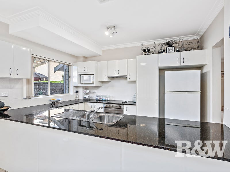 5/831 Henry Lawson Drive, Picnic Point, NSW 2213