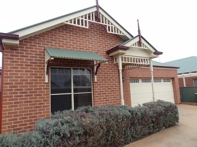 2/80 ROCKET STREET, Bathurst, NSW 2795