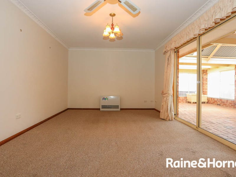 19 Wentworth Drive, Kelso, NSW 2795