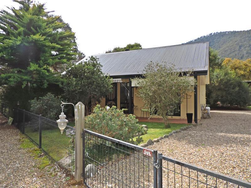 159 Great Alpine Road, Harrietville, Vic 3741