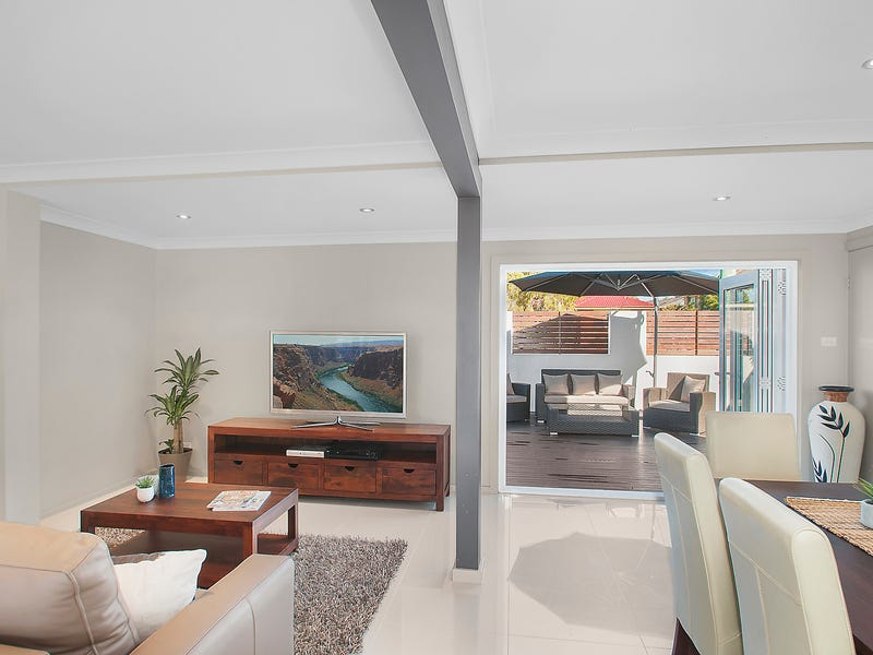 9 Middle Street, Caves Beach, NSW 2281