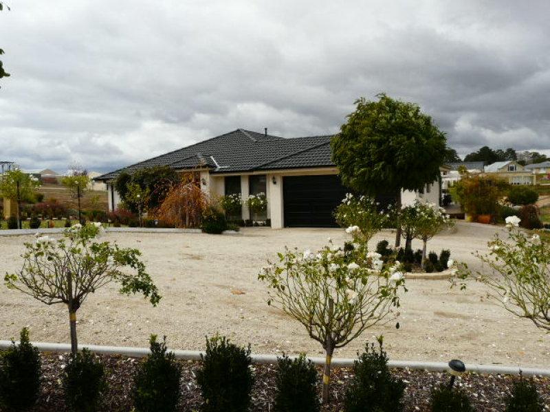 18 Ironstone Avenue, Bathurst, NSW 2795