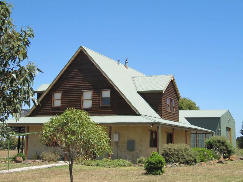 469 Couangalt Road, Gisborne South, Vic 3437