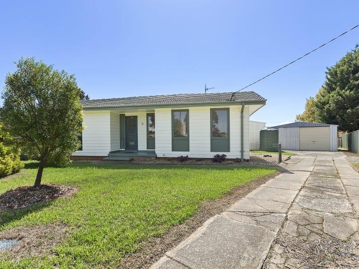 5 Caoura Place, Goulburn, NSW 2580