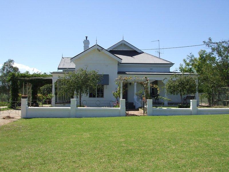 2 East Street, Gooloogong, NSW 2805