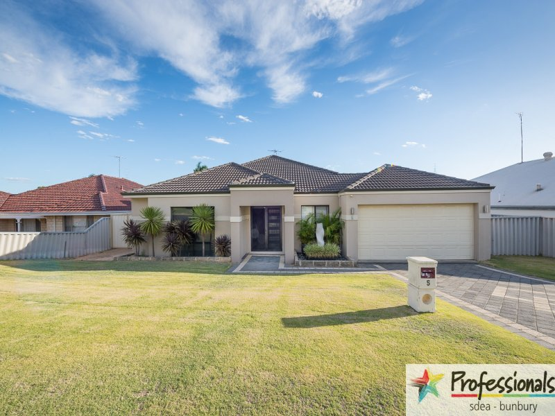 5 Magdalen Place, College Grove, WA 6230