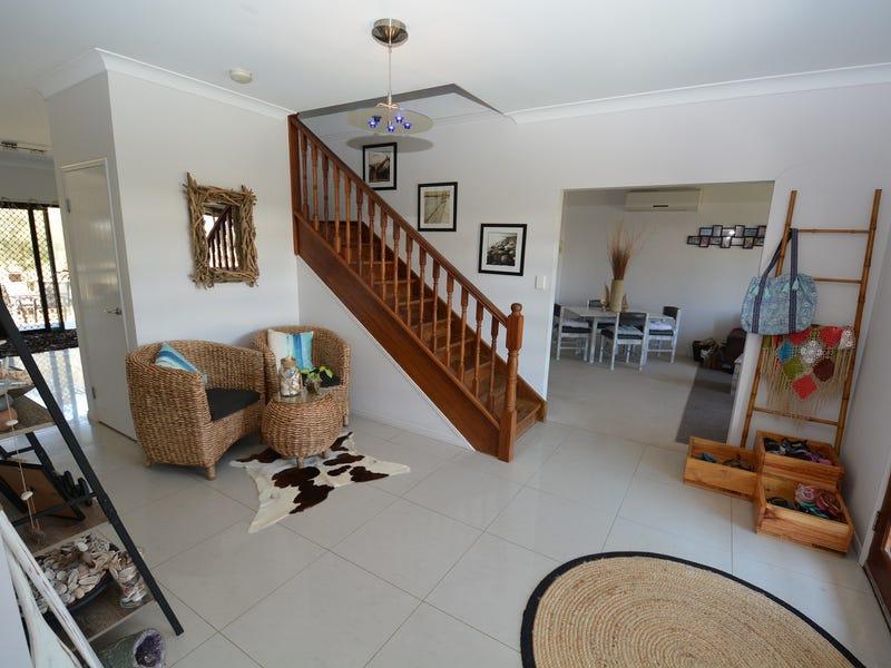 9 BRANDON CRT, Coral Cove, Qld 4670