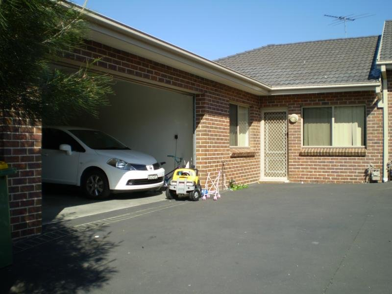 2/14 AUGUSTA St, Condell Park, NSW 2200