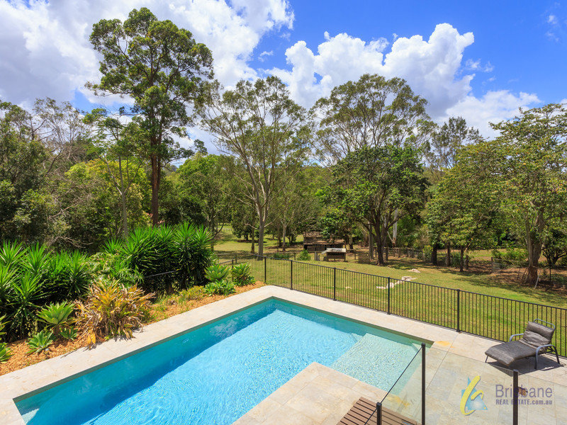 359 Brookfield Road, Kenmore Hills, Qld 4069