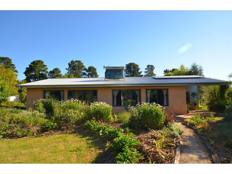 16 Elgin Road, Beechworth, Vic 3747