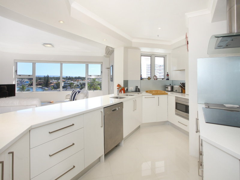 15/12 'Grand Mariner' Commodore Drive, Paradise Waters, Qld 4217