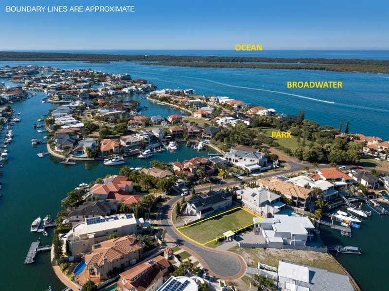 10 Queen Guineveres Place, Sovereign Islands, Qld 4216