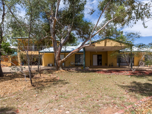 6 Lakes Court, Desert Springs, NT 0870
