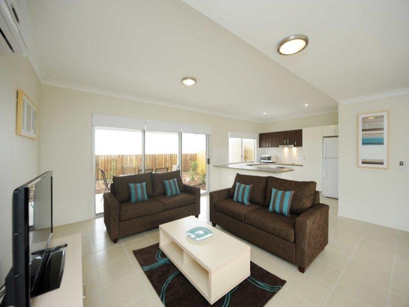 Villa 3 / 1 Cavella Drive, Glen Eden, Qld 4680
