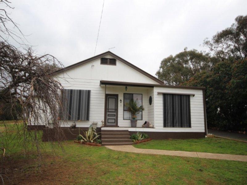 13 Kane Street, Mangoplah, NSW 2652