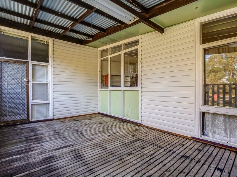 4 Croudace Bay Road, Belmont, NSW 2280