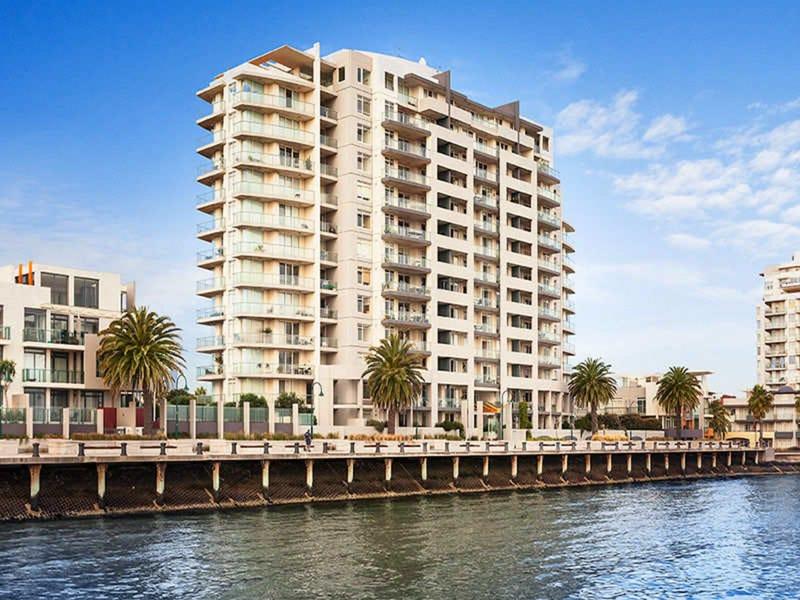 504/127 Beach Street, Port Melbourne, Vic 3207