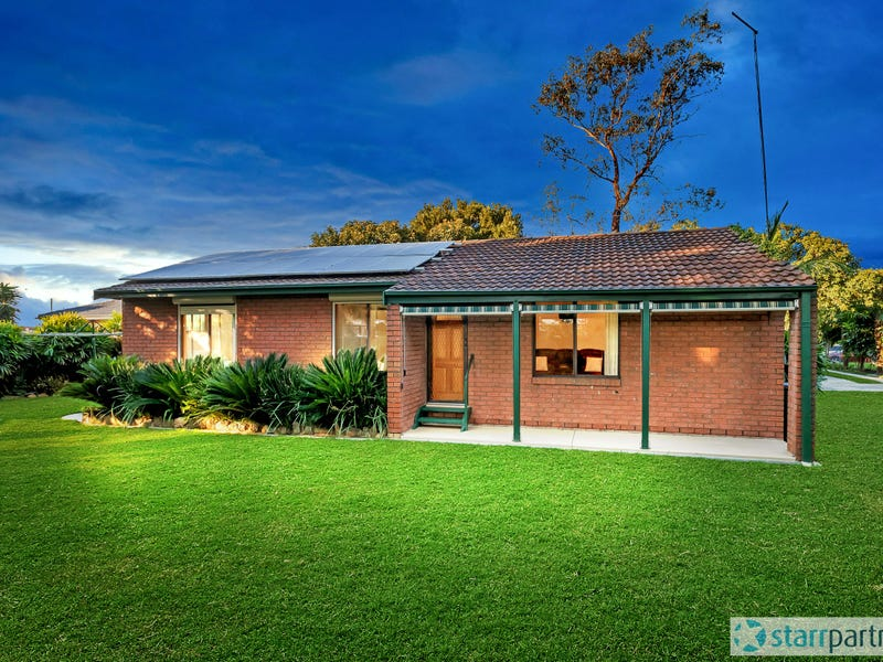 2 Phillip Place, McGraths Hill, NSW 2756