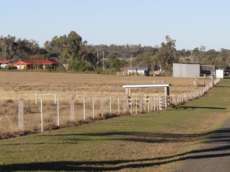 34 ACRES BRICK HOME, STABLES, Dalby