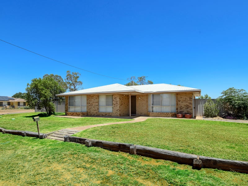 4 Cooper Avenue, Oakey, Qld 4401