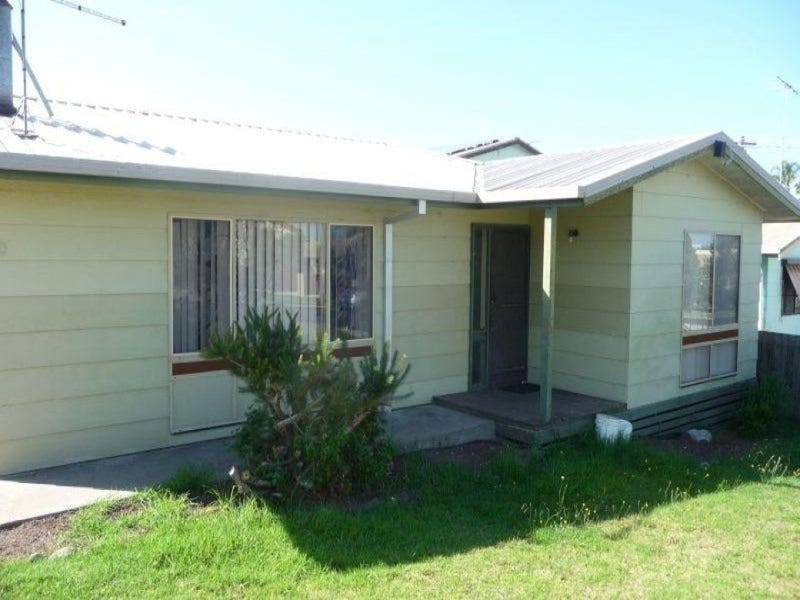 40 McCullough Street, Lakes Entrance, Vic 3909