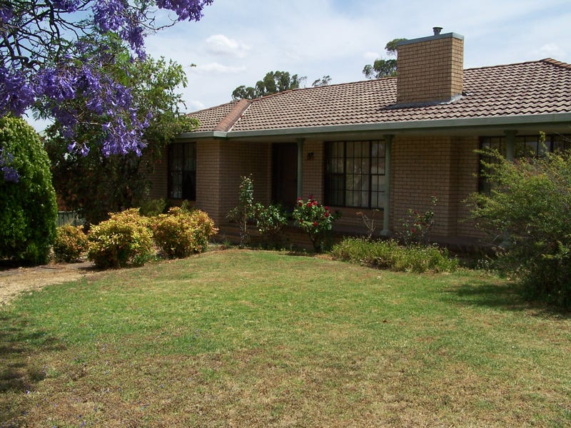 16 Bollinger St, Parkes, NSW 2870