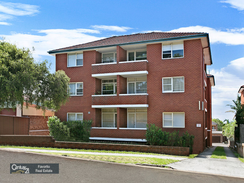 2/15 St Albans Road, Kingsgrove, NSW 2208