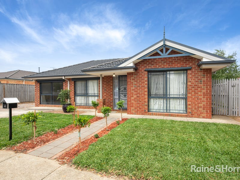4 Sebastian Place, Sunbury, Vic 3429