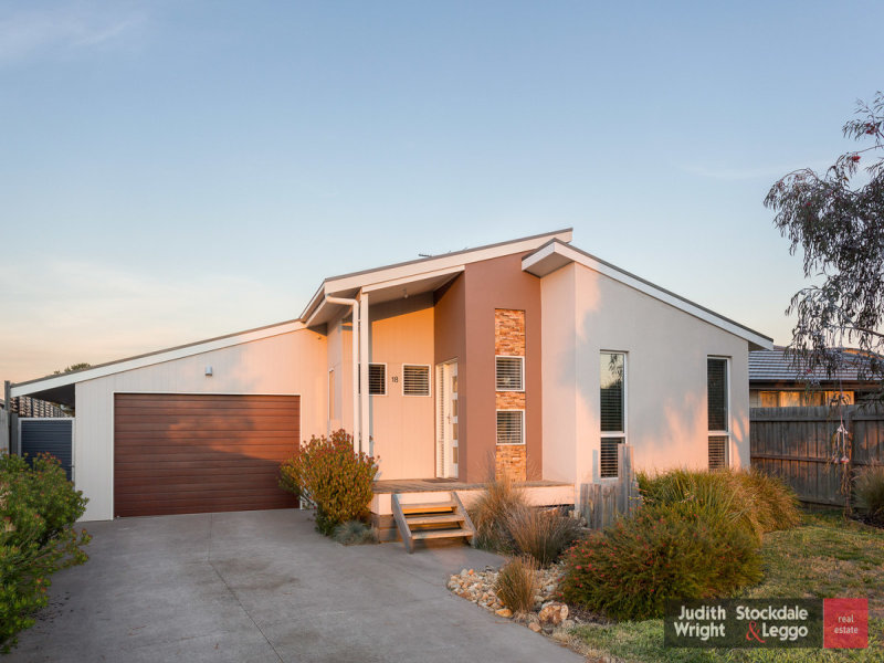 18 Roderick Close, Cowes, Vic 3922
