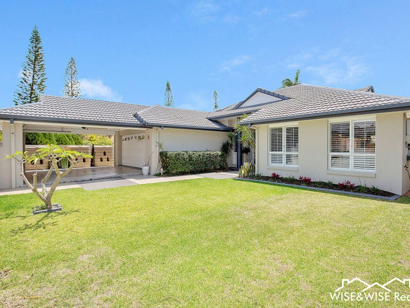 9 Saint Martin Place, Clear Island Waters, Qld 4226