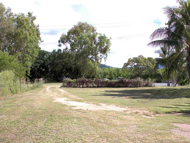 40 Barron River Esplanade, Machans Beach, Qld 4878