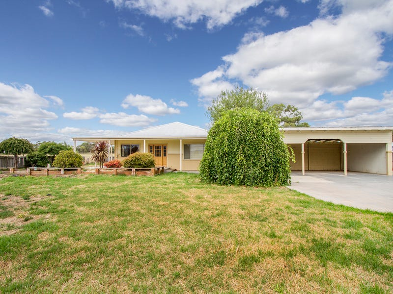 12 COLLINS STREET, Lindenow South, Vic 3875