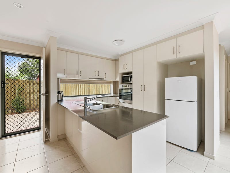 2/128a James Street, South Toowoomba, Qld 4350