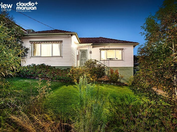 18 Kerr Avenue, Oak Park, Vic 3046