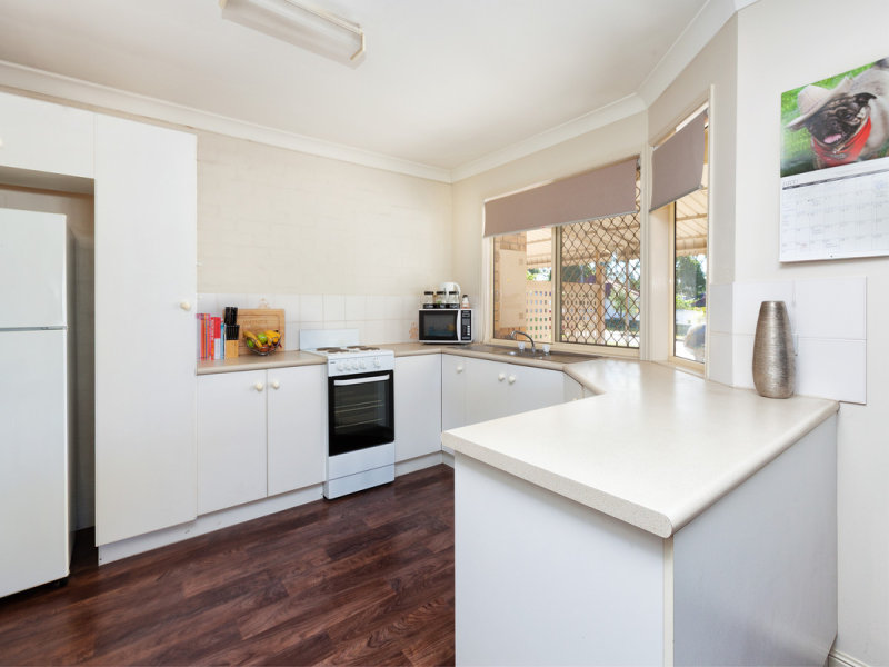 2/10 Phillip Street, One Mile, Qld 4305