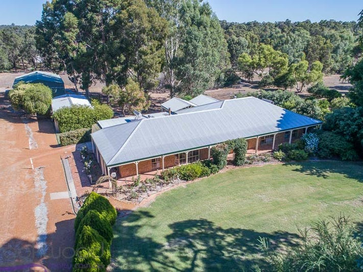 855 Sexton Street, Sawyers Valley, WA 6074
