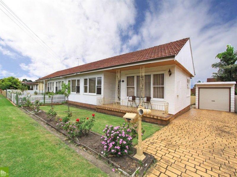 2/13 Mackie Street, Coniston, NSW 2500