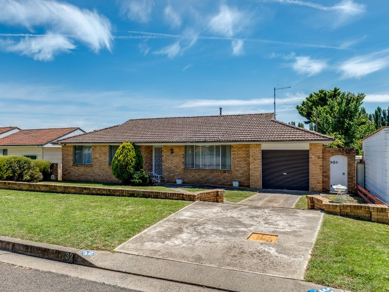 32 Buffalo Crescent South, Goulburn, NSW 2580