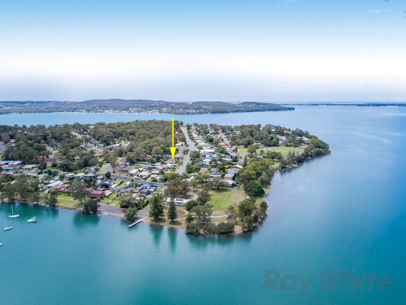 57 Middle Point Road, Bolton Point, NSW 2283