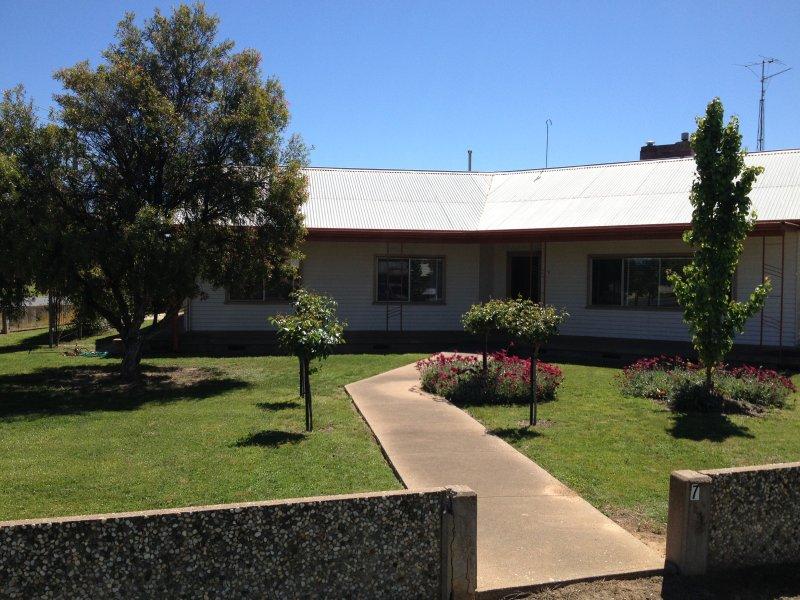 78 Balfour St, Culcairn, NSW 2660
