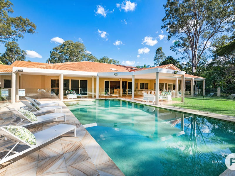 2 Sunset Road, Kenmore, Qld 4069