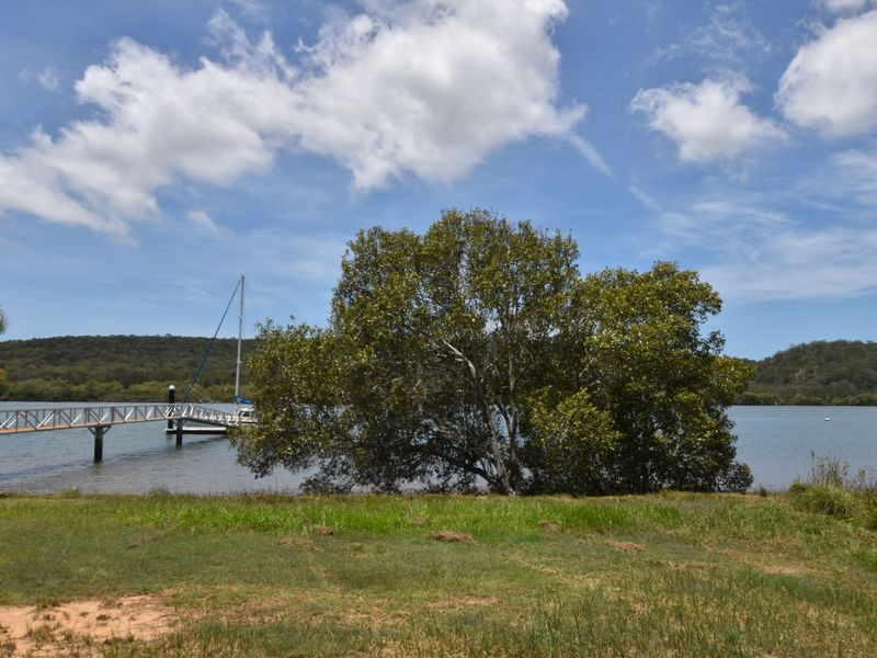 77 Wahine Dve, Russell Island, Qld 4184