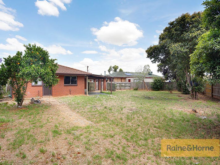 10 Bass Court, Melton South, Vic 3338
