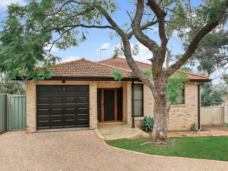 32A Hilltop Cres, Campbelltown, NSW 2560